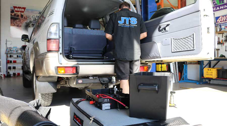 portable dual battery installed into 4wd wagon